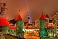 Город Таллин (или Таллинн), столица Эстонии, располагается на берегу Финского залива.